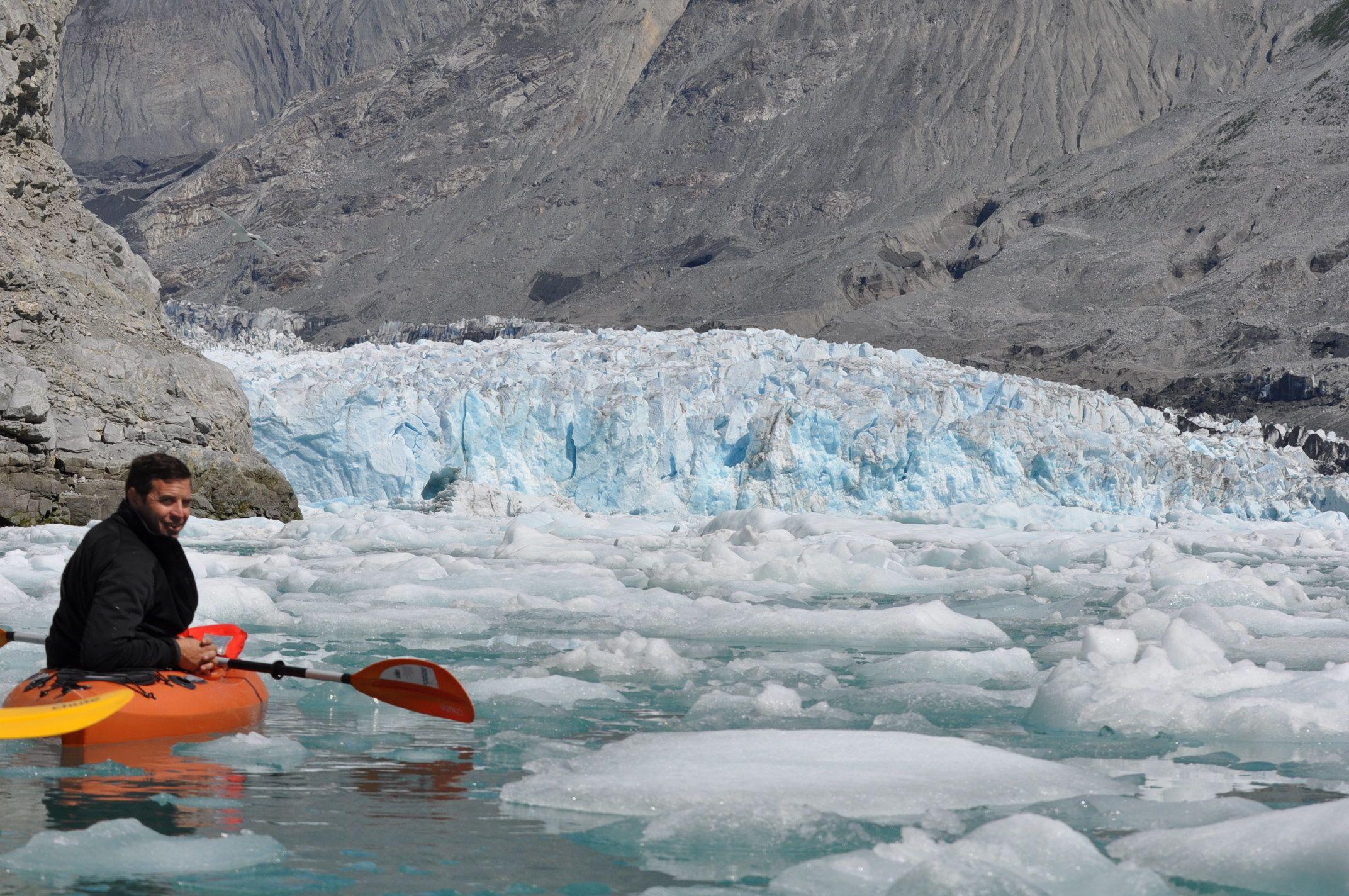 Kayak-at-Glacier