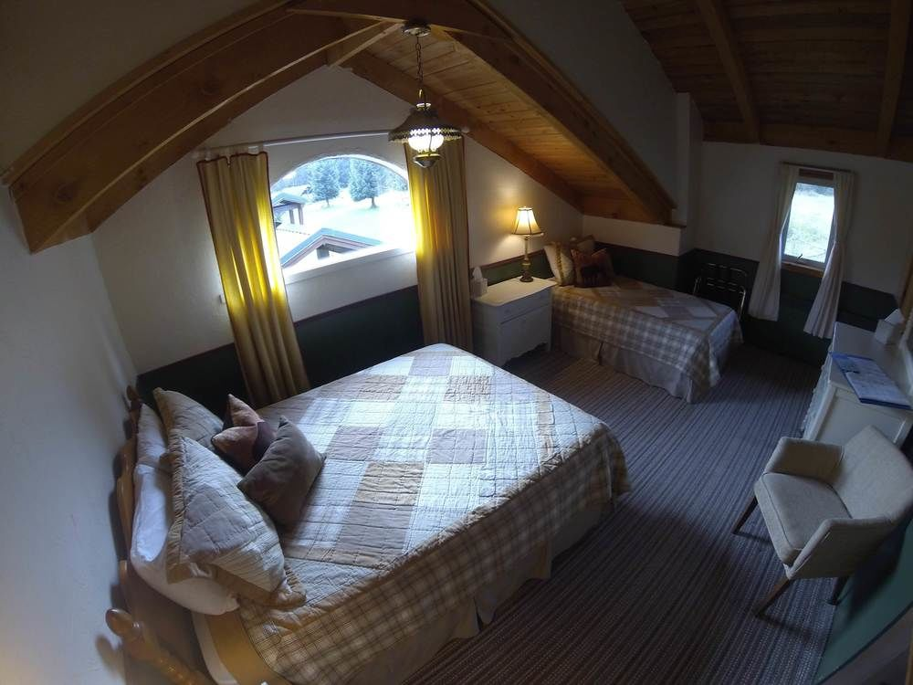 Lodge-Room-Sylvan